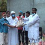 টাঙ্গাইলে কর্মহীন হয়ে পড়া দরিদ্র লোকজনদের খাদ্য বিতরণ