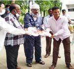 টাঙ্গাইলের মির্জাপুরের কৃষকরা ধান কাটার আধুনিক মেশিন পেল